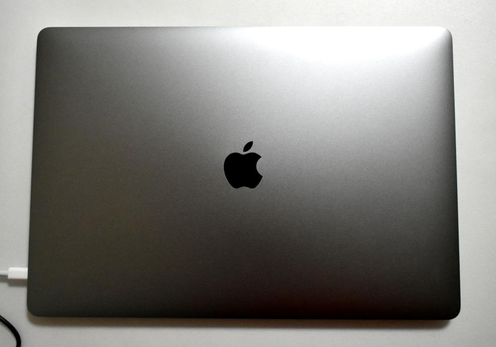 15.4インチMacBook Pro 2.3GHz 8コアIntel Core i9 Retinaディスプレイモデル - スペースグレイ