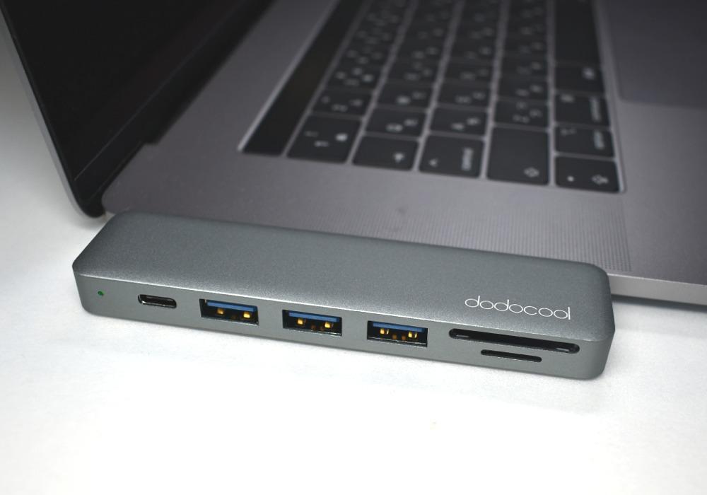 マックブックPro USBハブ