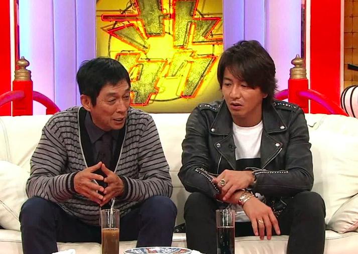 木村拓哉とソファーに座って並んでいる明石家さんまの画像・壁紙