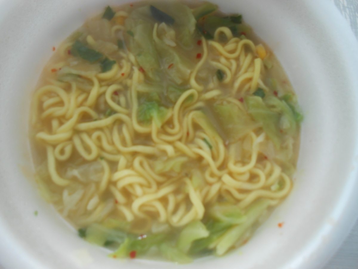 スーパーカップ ドサッと野菜鍋風 とんこつしょうゆ味ラーメン 調理後