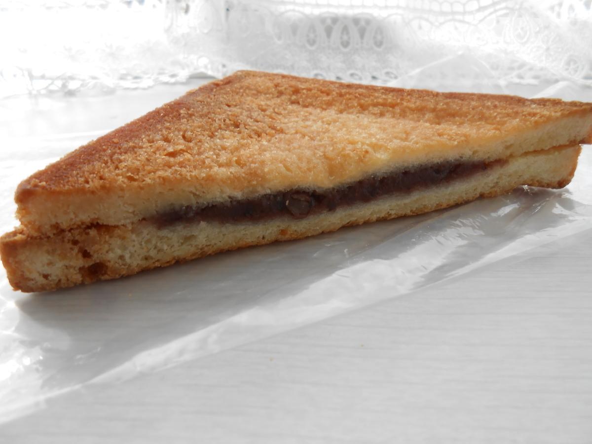 セブンイレブン あんこが入った揚げ食パン 開封後 側面