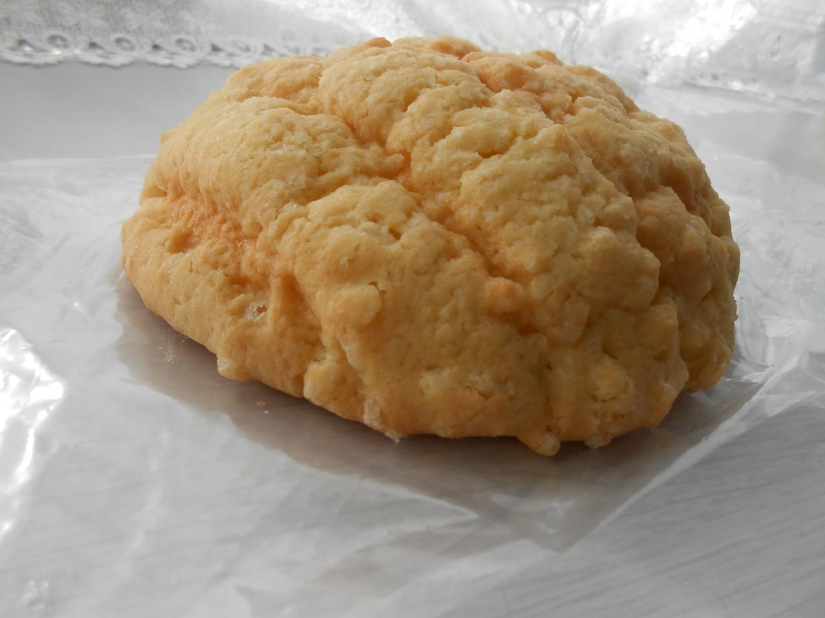 ヤマザキ ザクザクメロンパン 開封後 側面