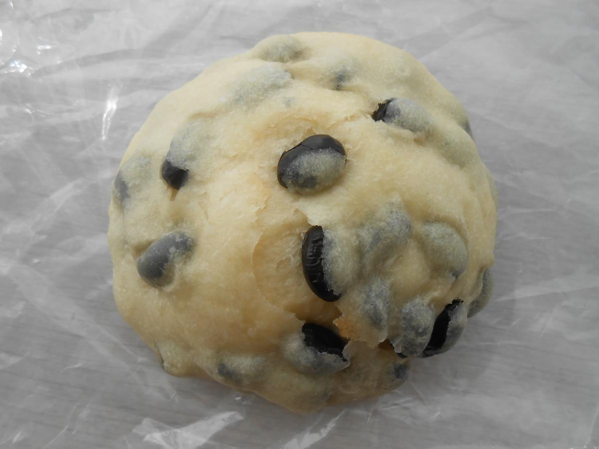丹波黒豆使用のもっちりパン ボンシェール 開封後