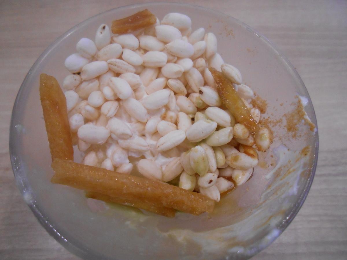 かっぱ寿司 濃厚ピスタチオアイスとお芋の秋色パフェ トッピング 中段
