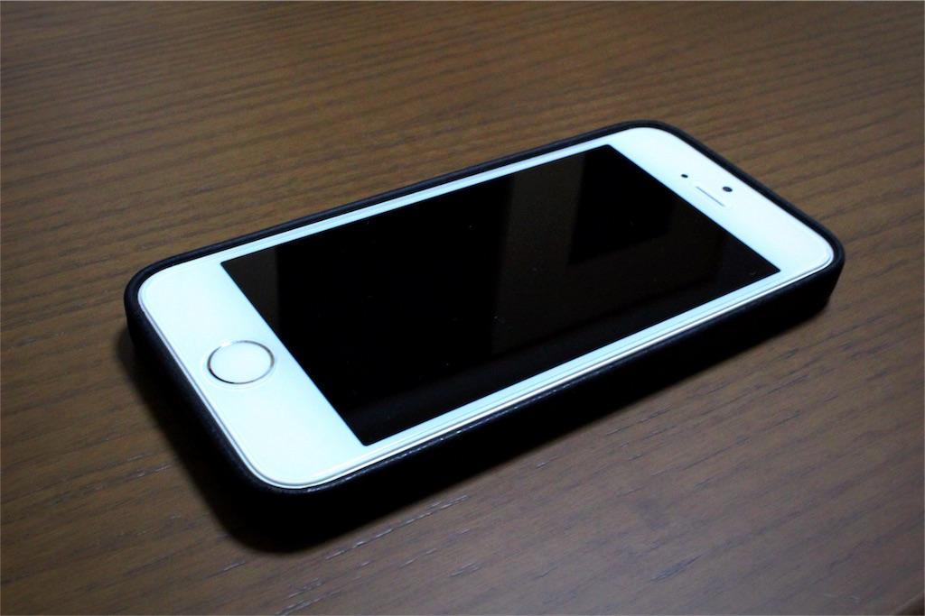 a45e9d6d6c iPhone SE 純正レザーケース レビュー|軽くてとにかくかっこいい ...
