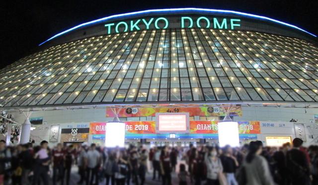 試合後の東京ドームの外(正面)