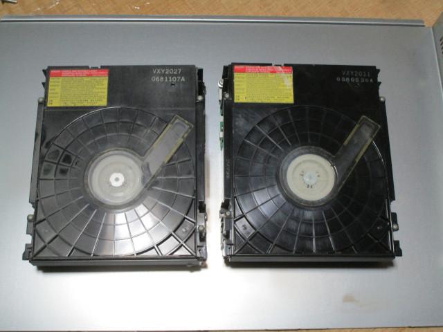 内蔵光学ドライブ VXY2027とVXY2011を並べた様子