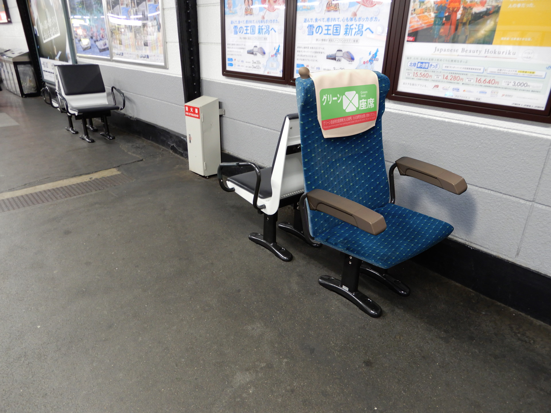 ベンチにグリーン席設置のウソ電