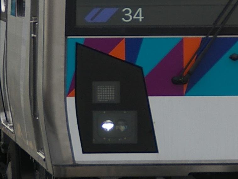 横浜シーサイドライン2000型 第34編成 前照灯