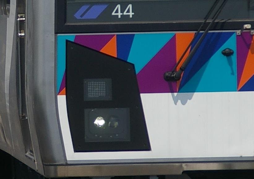 横浜シーサイドライン2000型 第44編成 前照灯