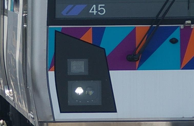 横浜シーサイドライン2000型 第45編成 前照灯