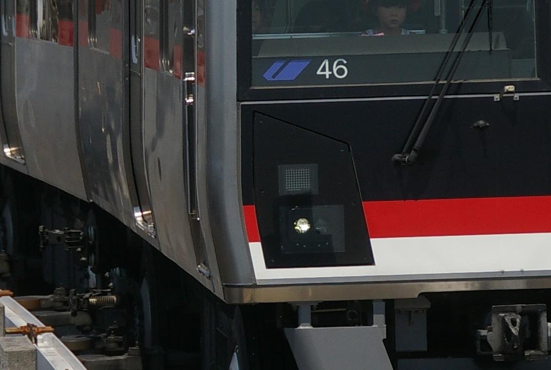 横浜シーサイドライン2000型 第46編成 前照灯