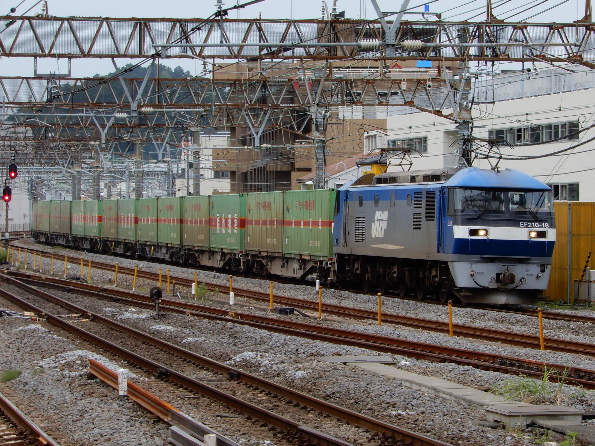 EF210-18牽引の福山通運貨物