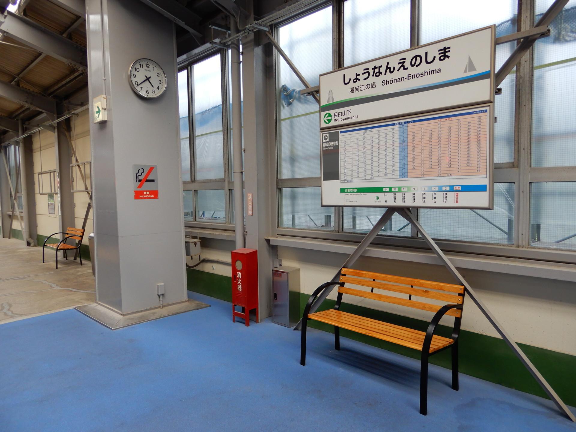 湘南江の島駅のベンチ