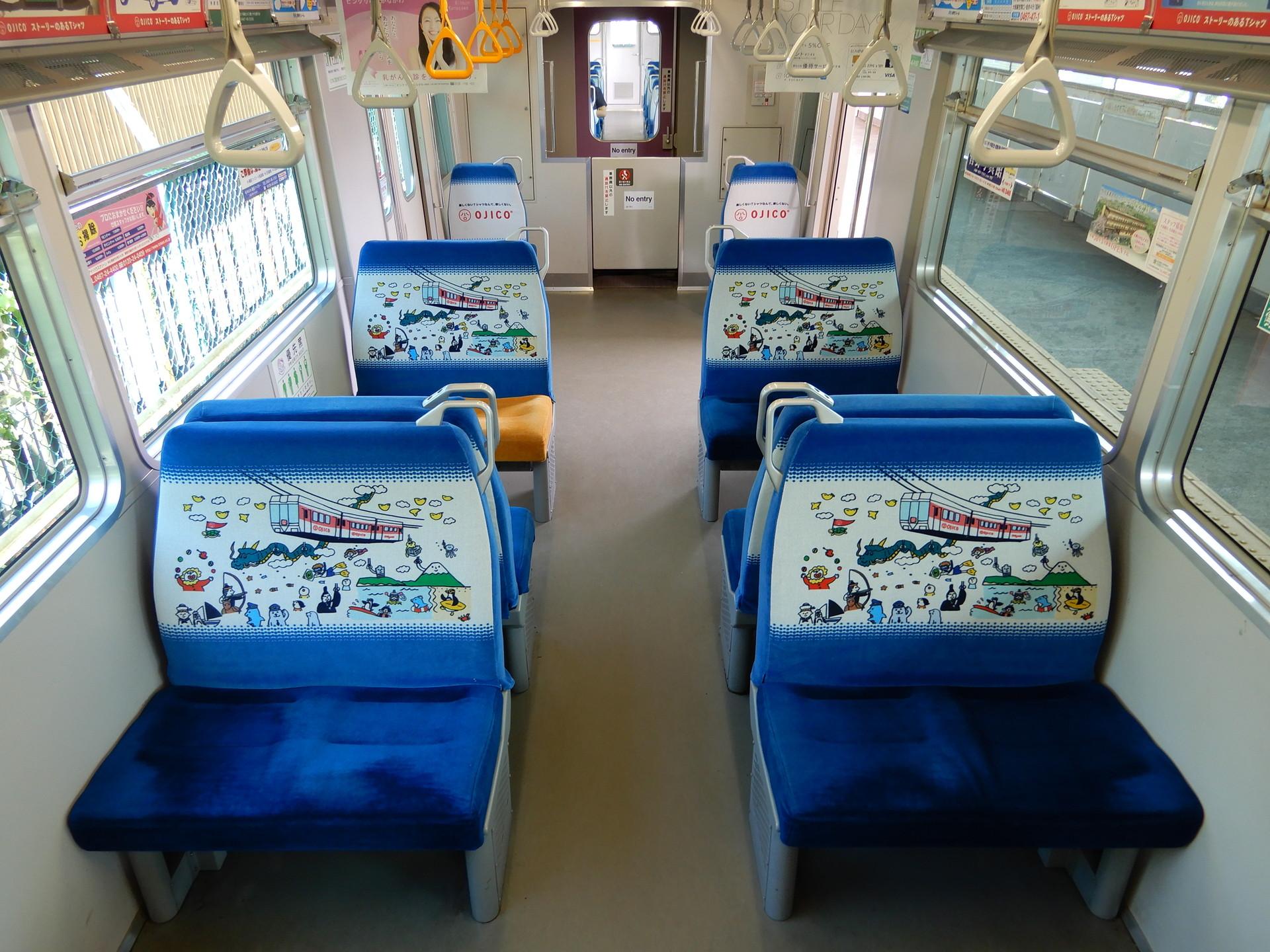 リニューアルされた湘南モノレールOJICOトレインの車内