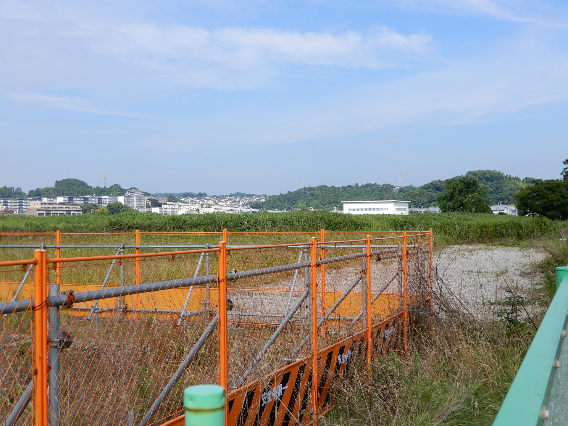 JR大船工場跡地内の調整池