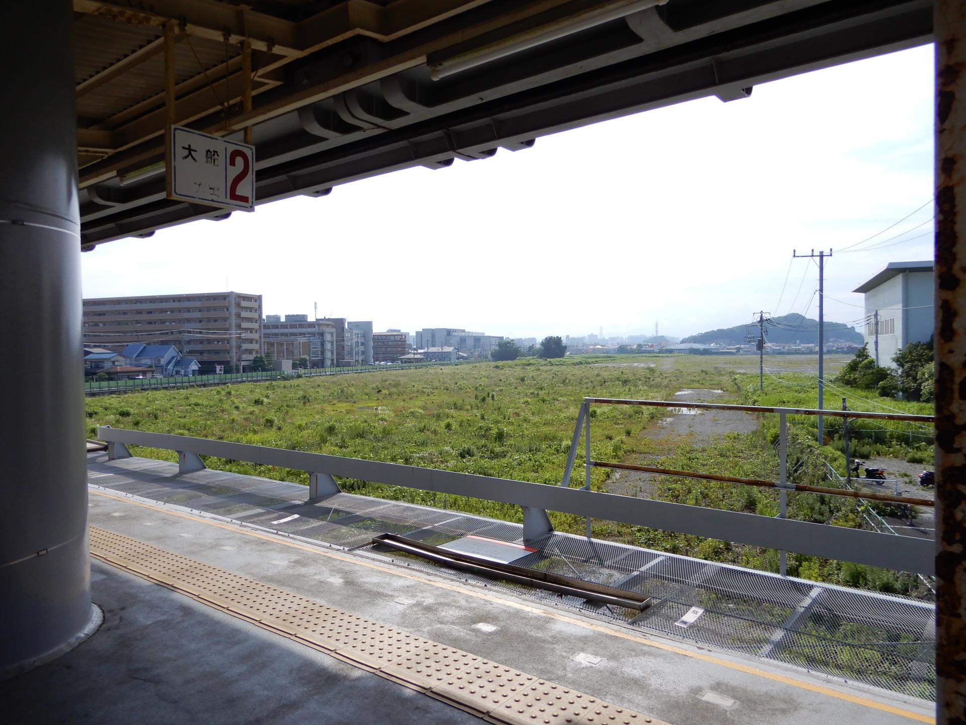JR大船工場跡地を湘南深沢駅ホームから見下ろす