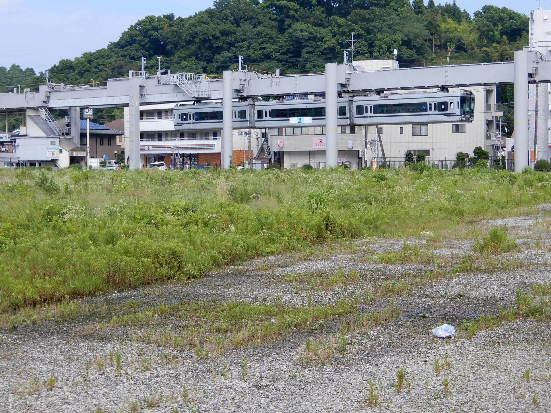 湘南モノレール5000系の5611編成
