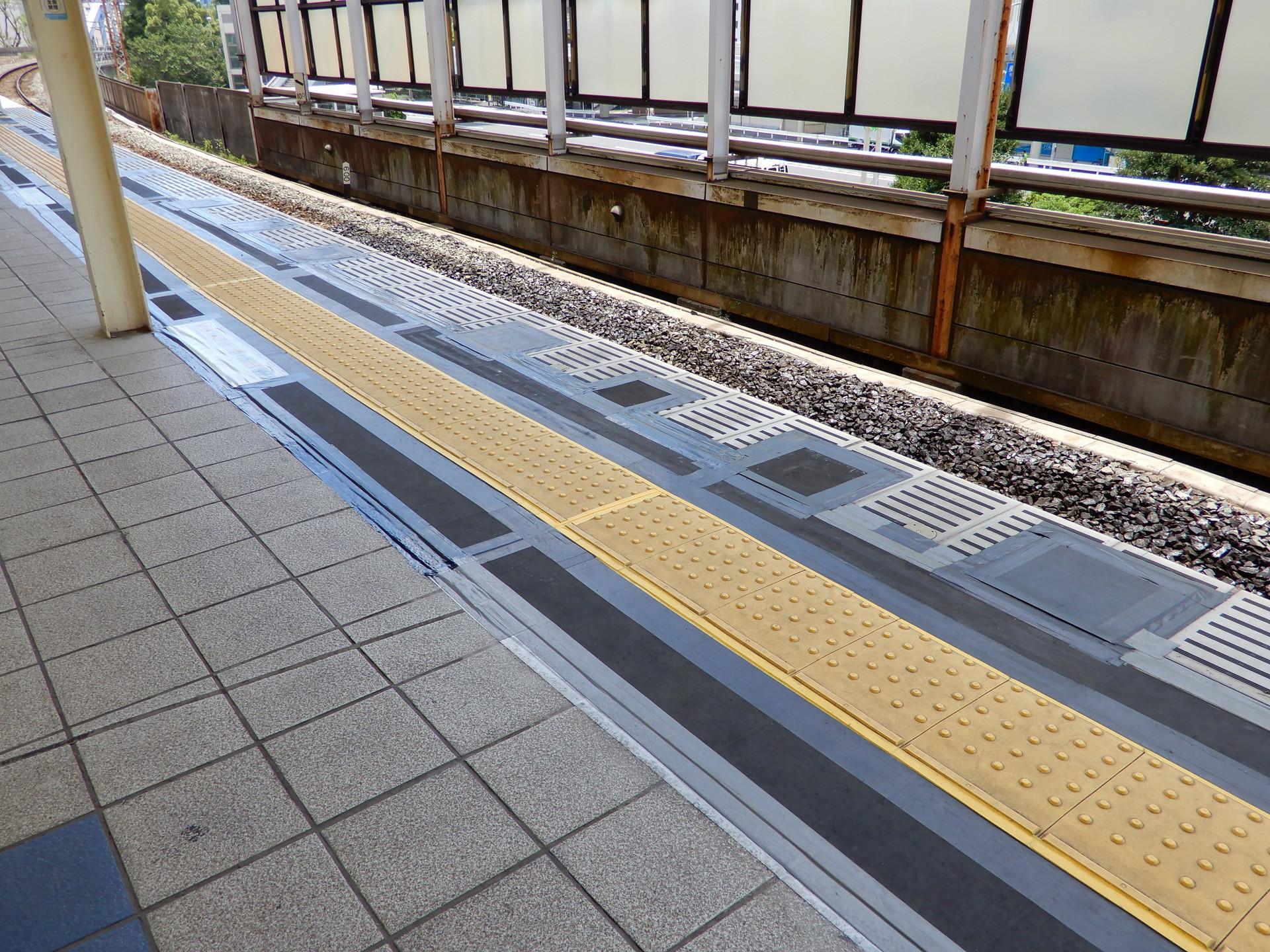 JR桜木町駅のホーム柵設置工事 ホーム補強部