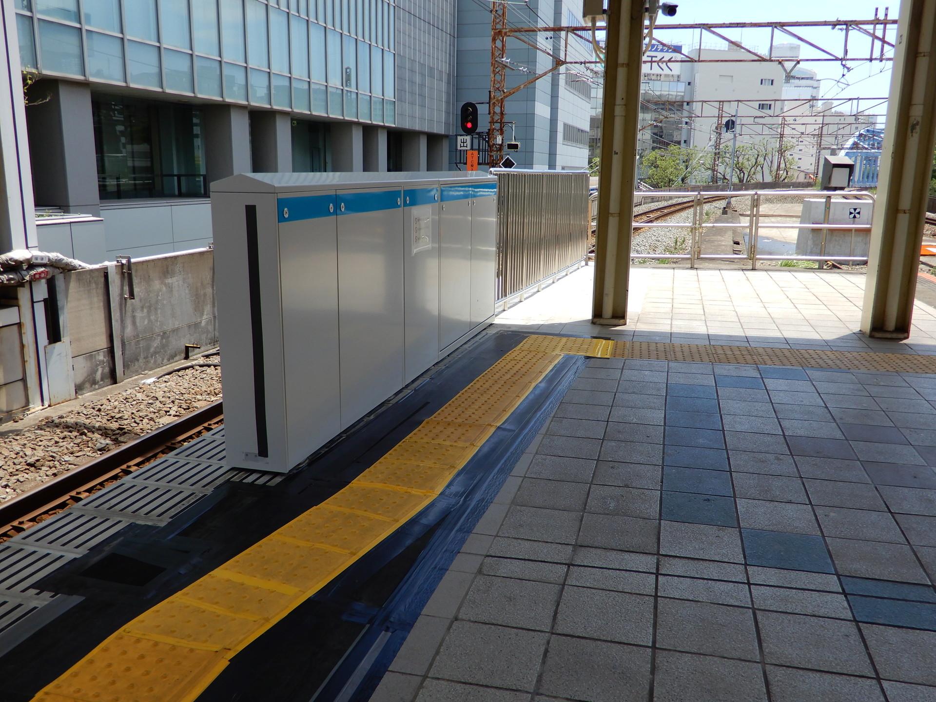 JR桜木町駅のホーム柵設置工事 南行ホーム取付済み部分