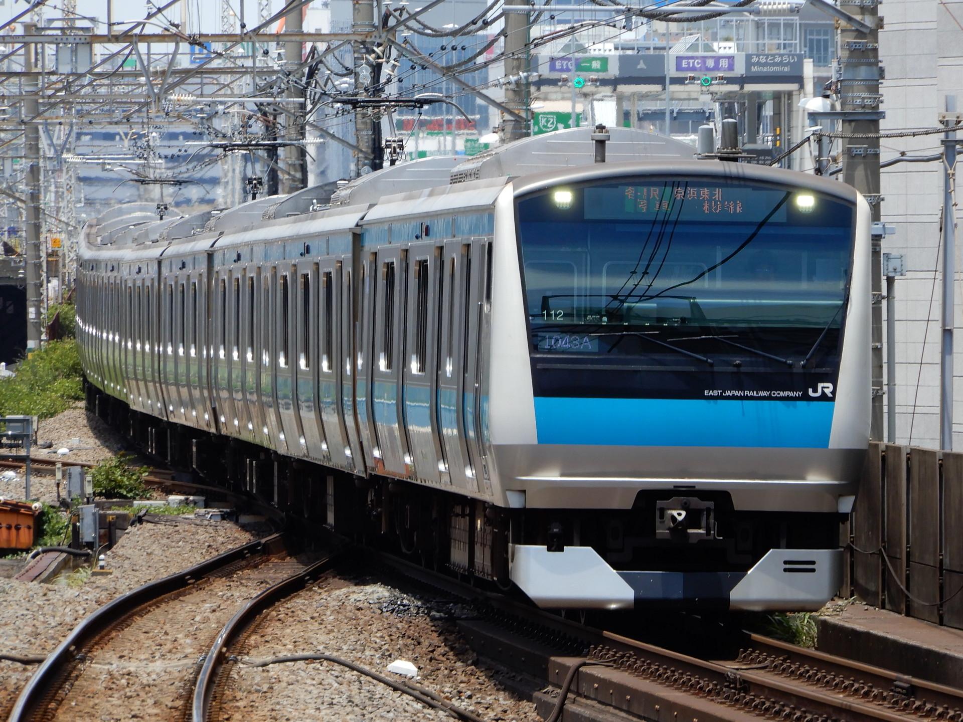 JR根岸線の桜木町駅に入るE233系電車
