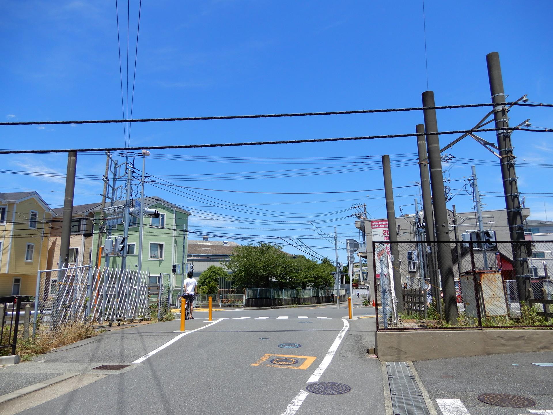 鎌倉武道館東付近の踏切跡近く