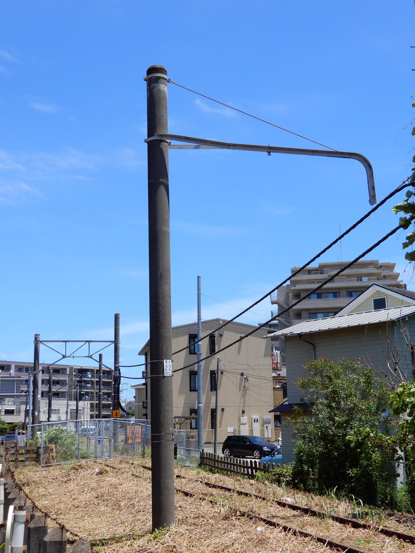 山崎跨線橋南付近の架線柱