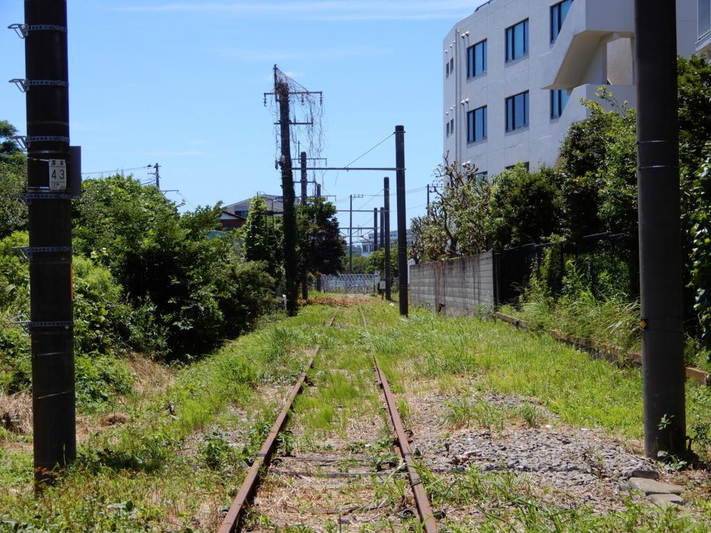 JR大船工場引込線の踏切跡の西側