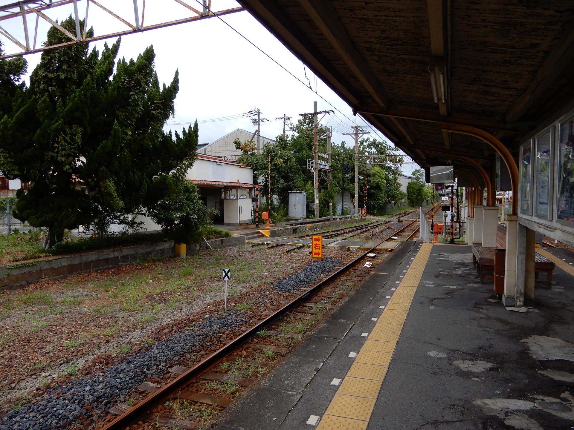 木津川駅の途切れた線路
