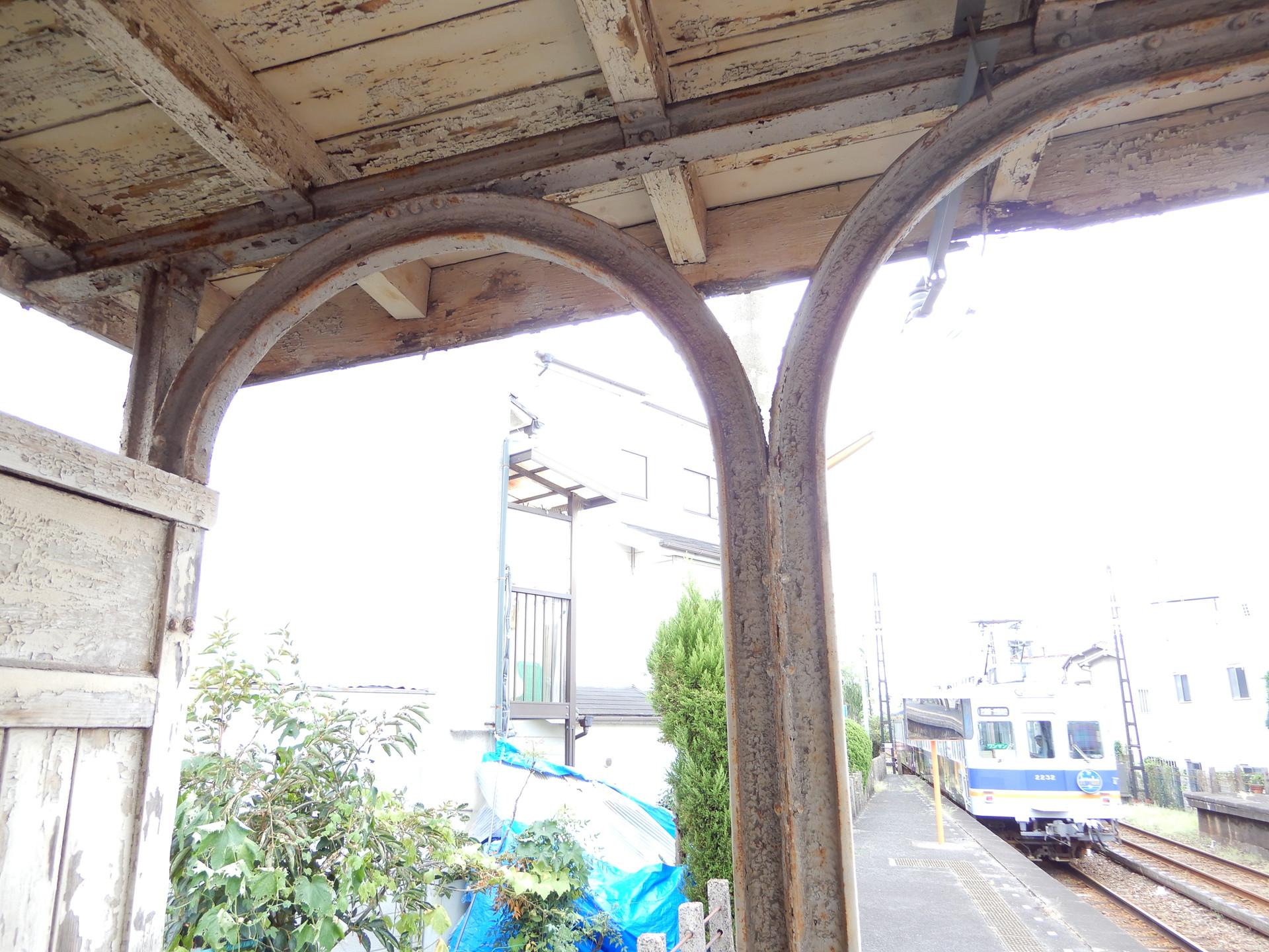 古レール製の柱