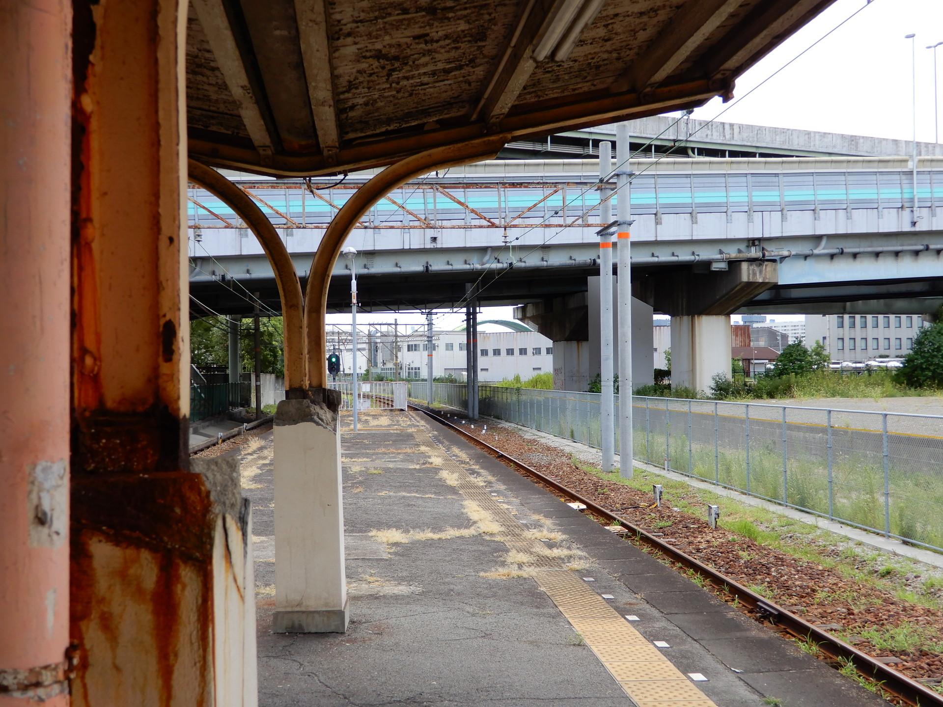 木津川駅の柱