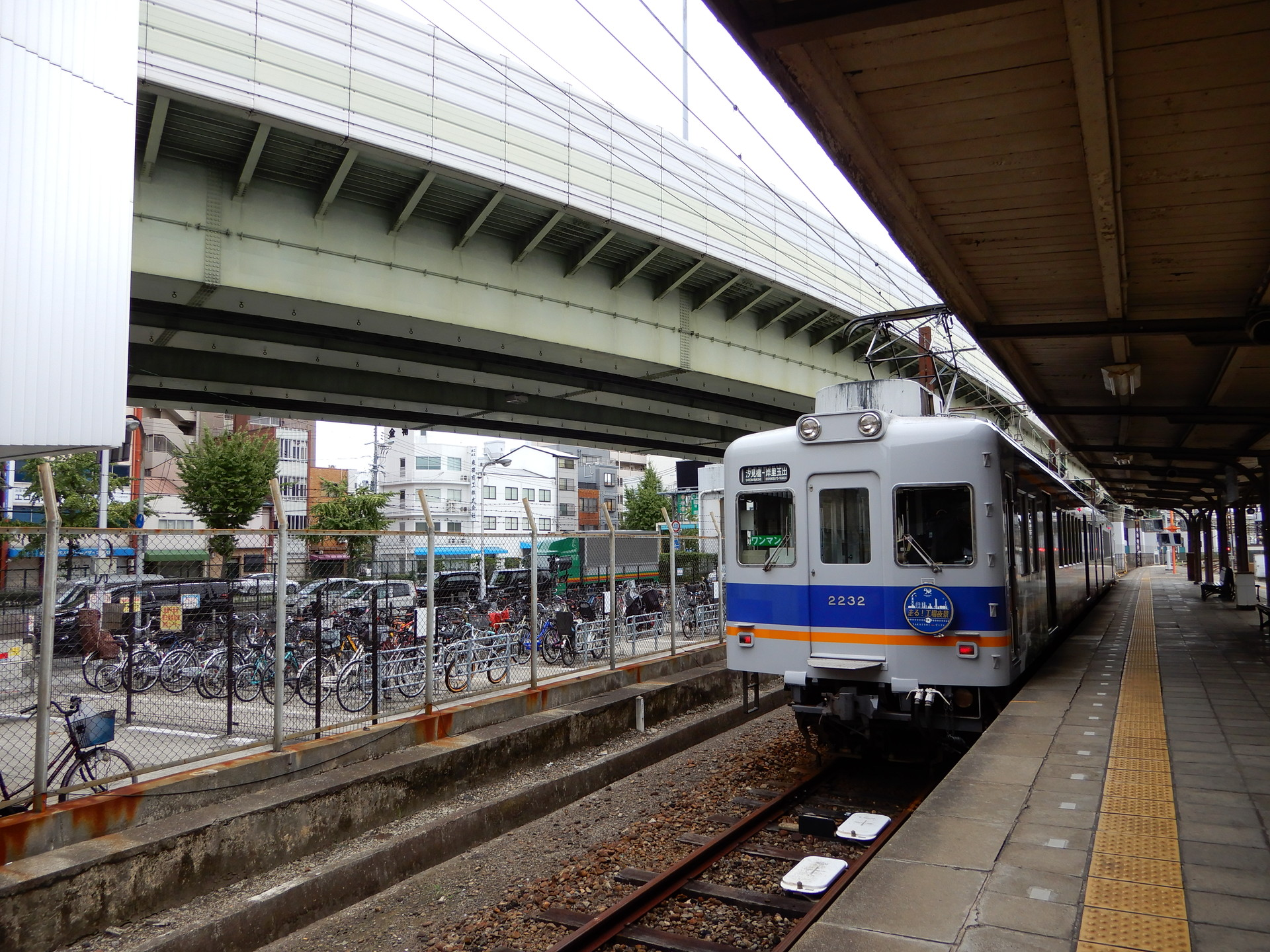 高速道路と電車