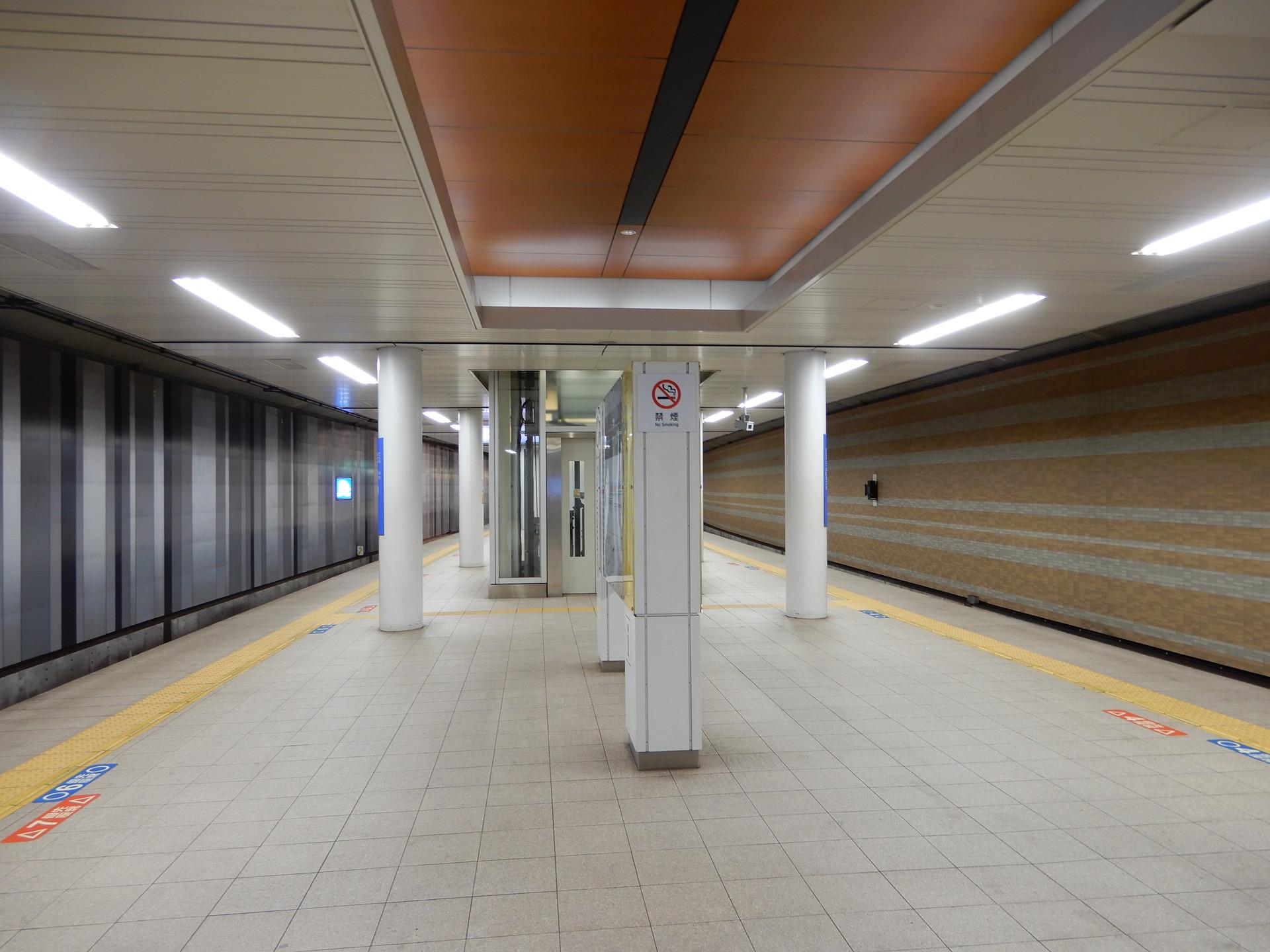 阪神桜川駅のホームデザイン