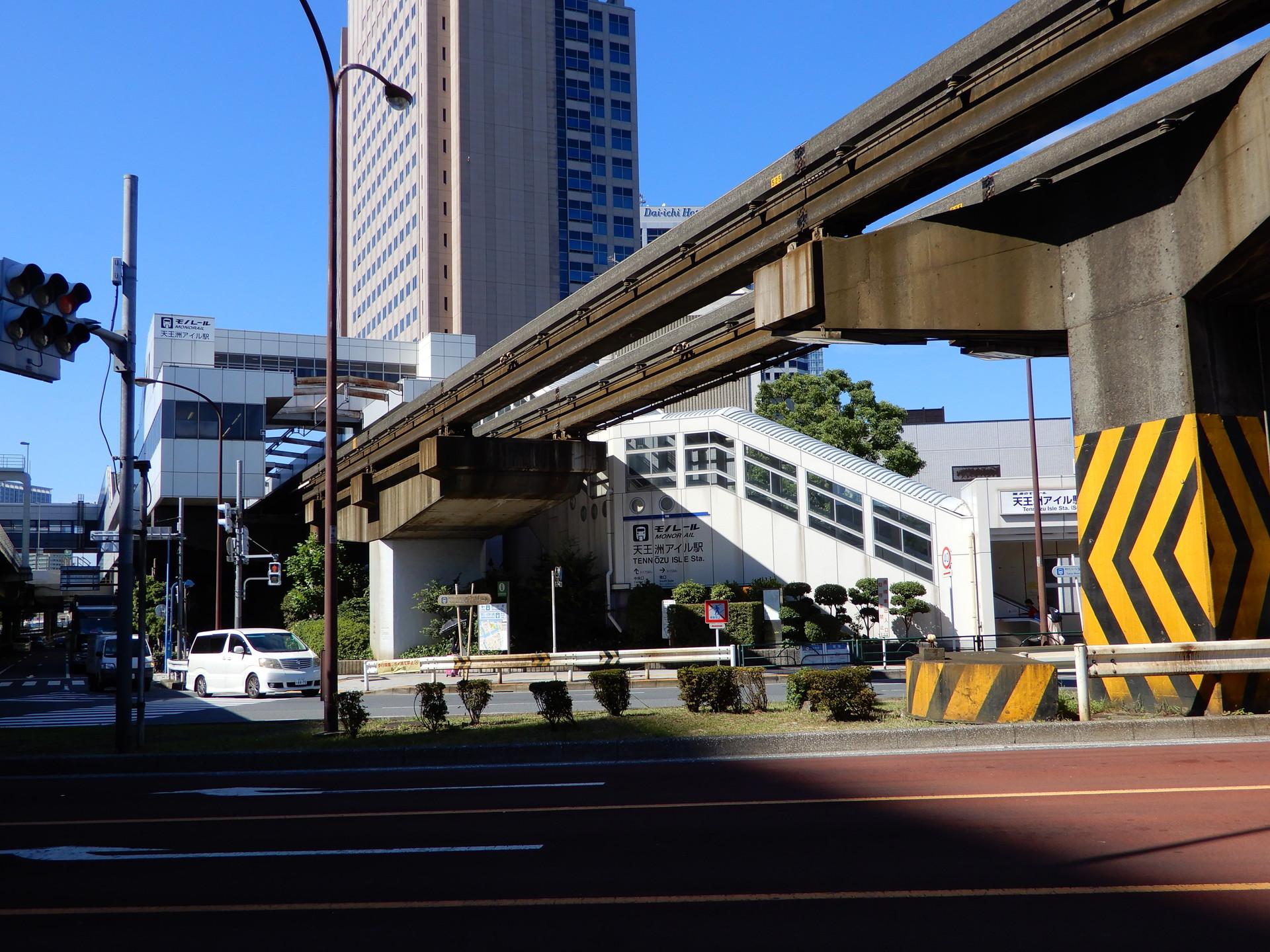 駅側の橋脚