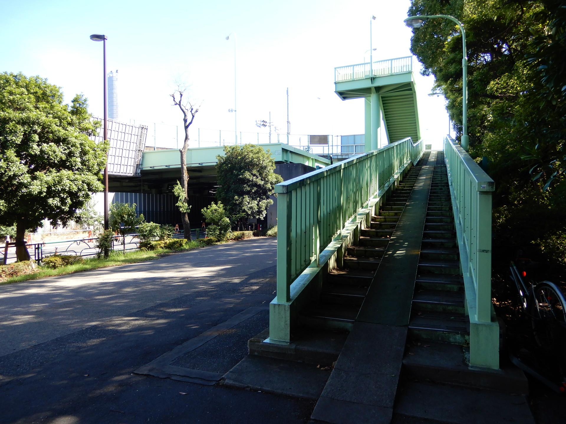 歩道橋の入口