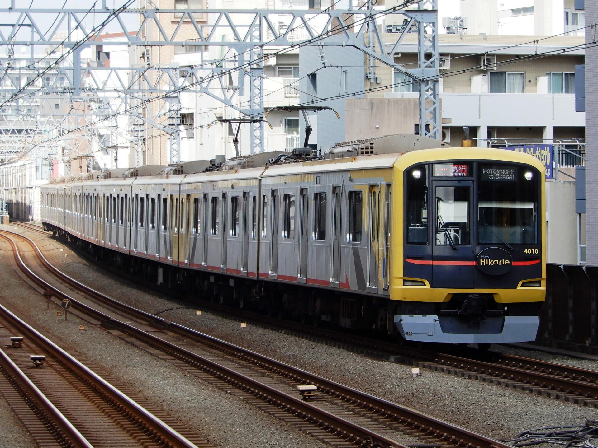 東急4000系4110編成のShibuyaHikarie号
