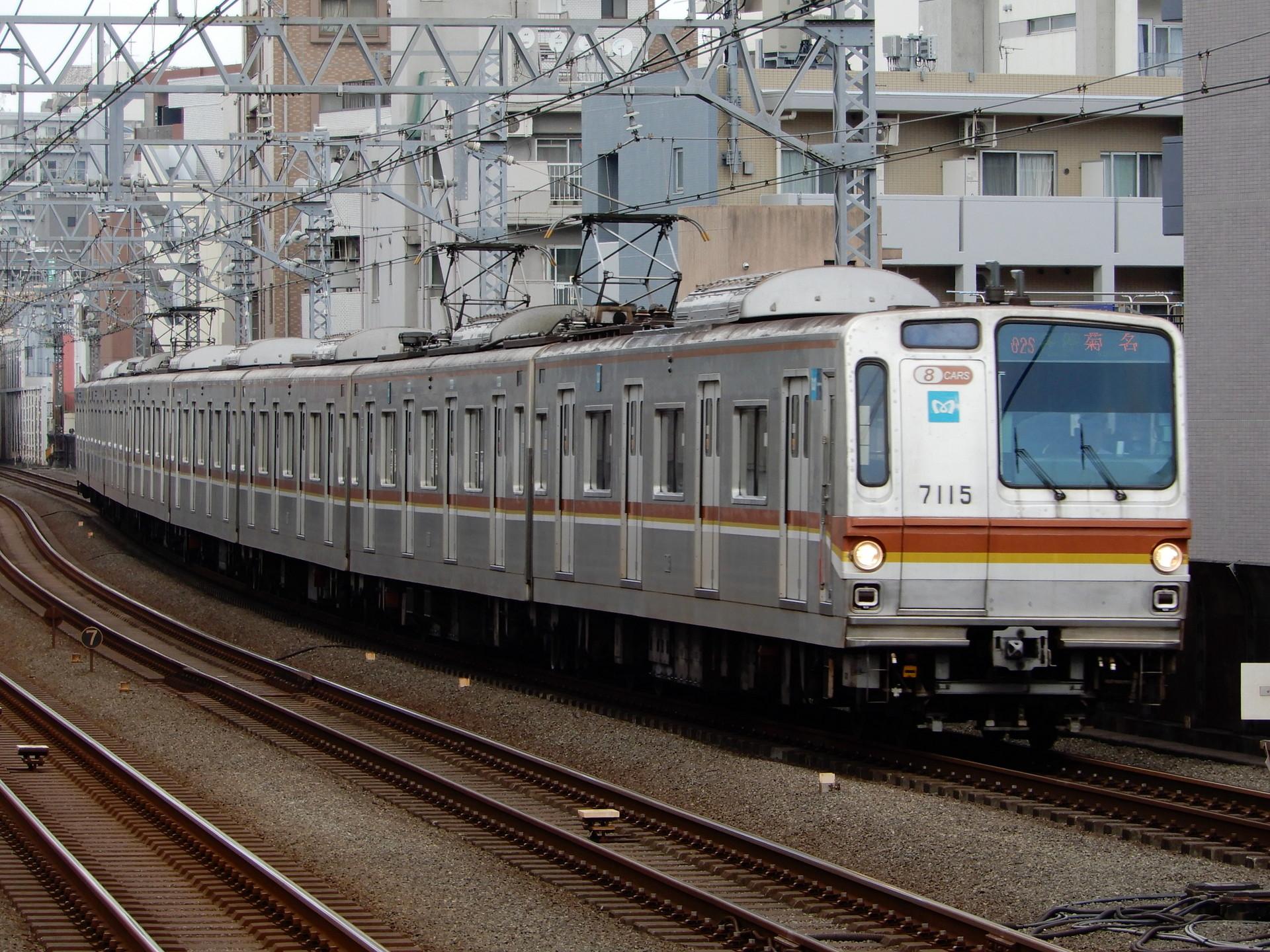 東京メトロ7000系15編成