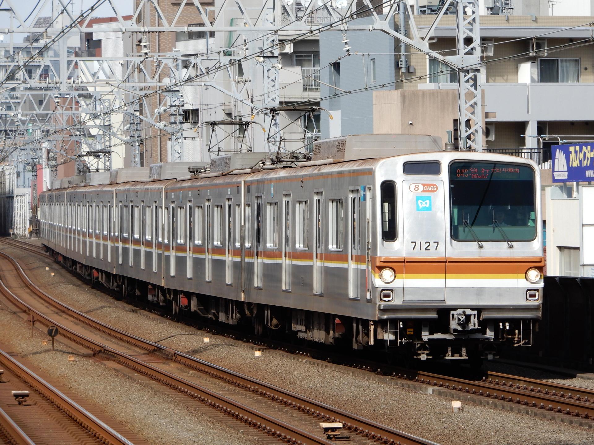 東京メトロ7000系27編成