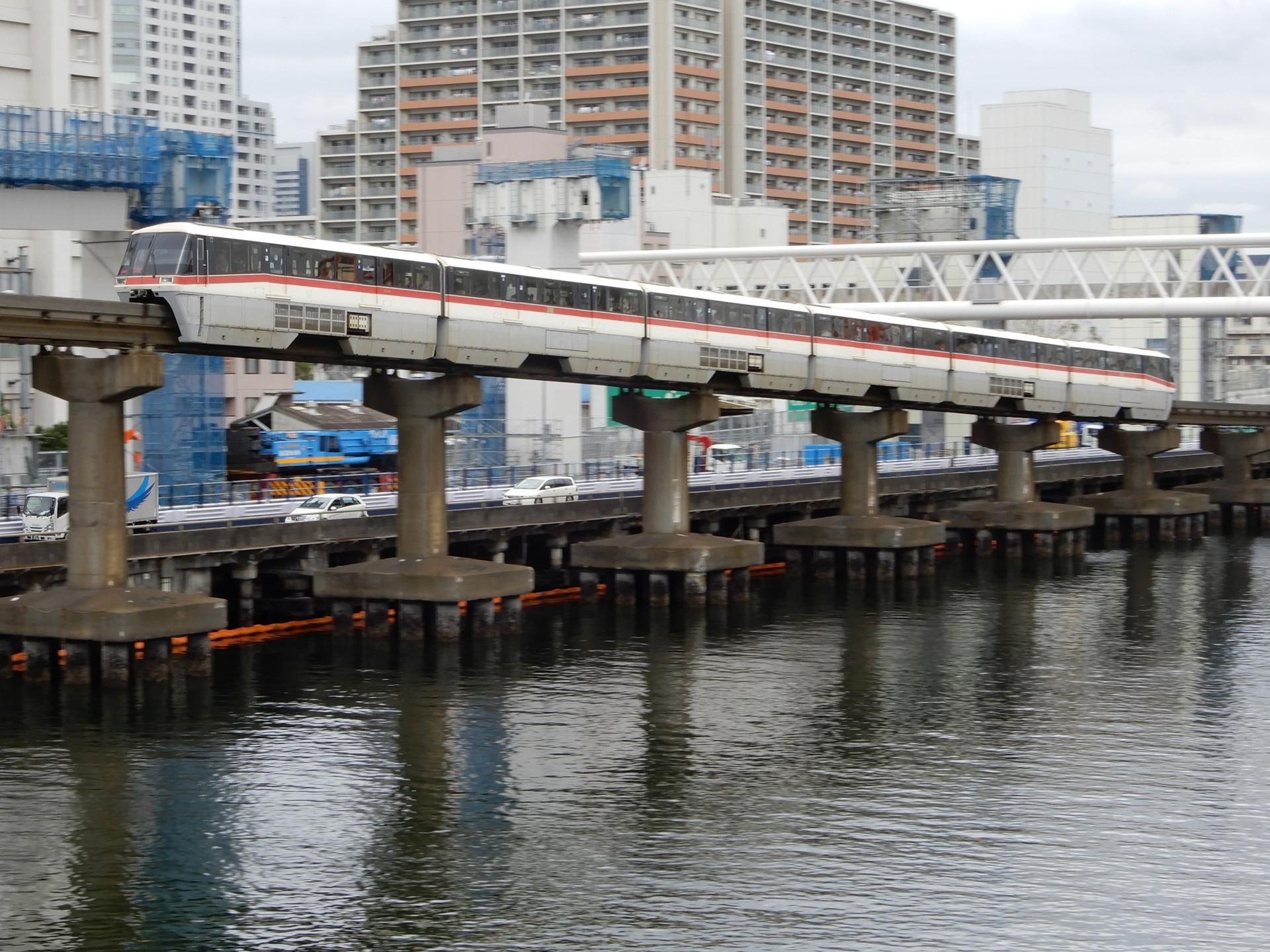 東京モノレール1085編成(赤帯)