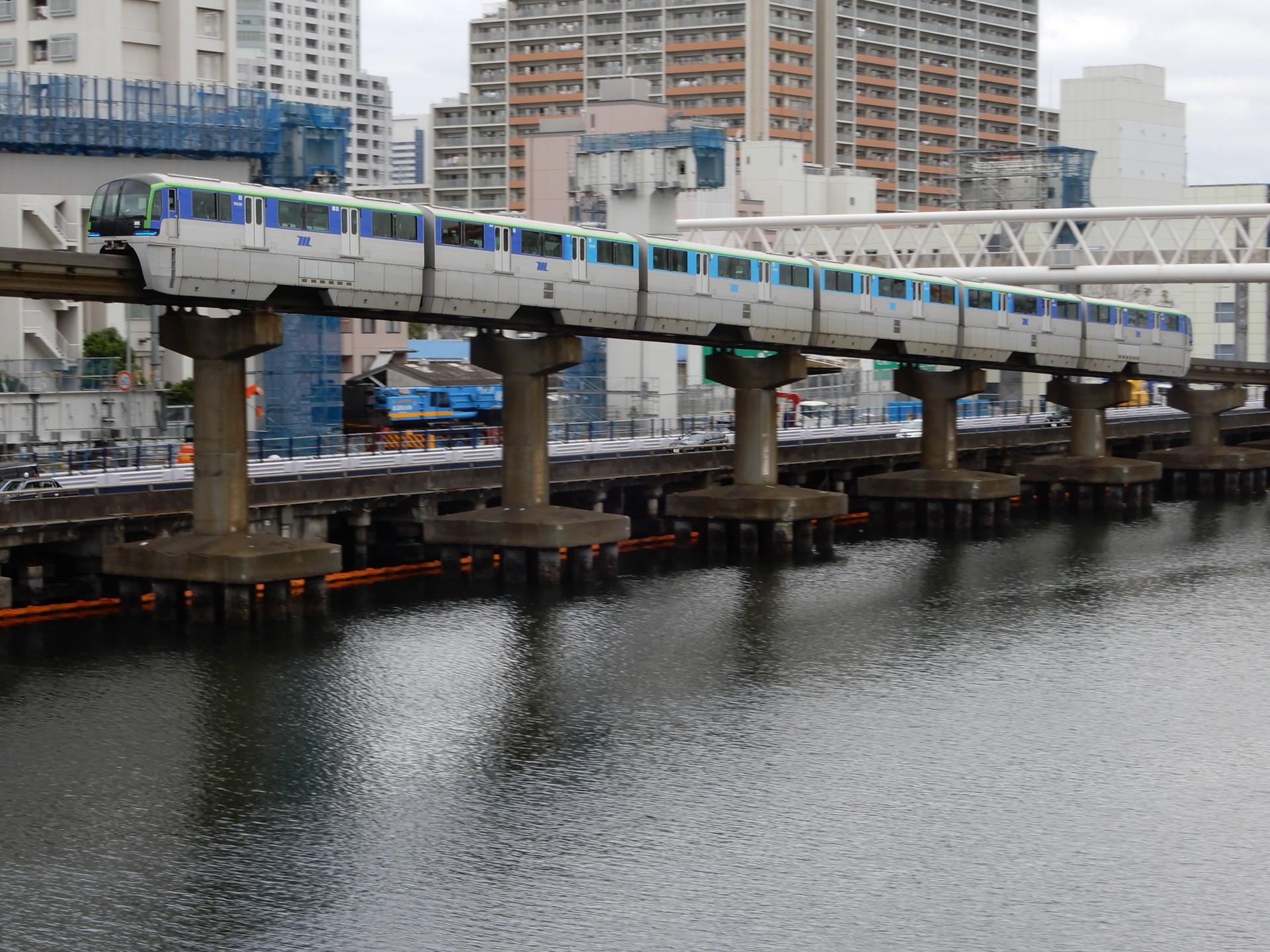 東京モノレール10021編成