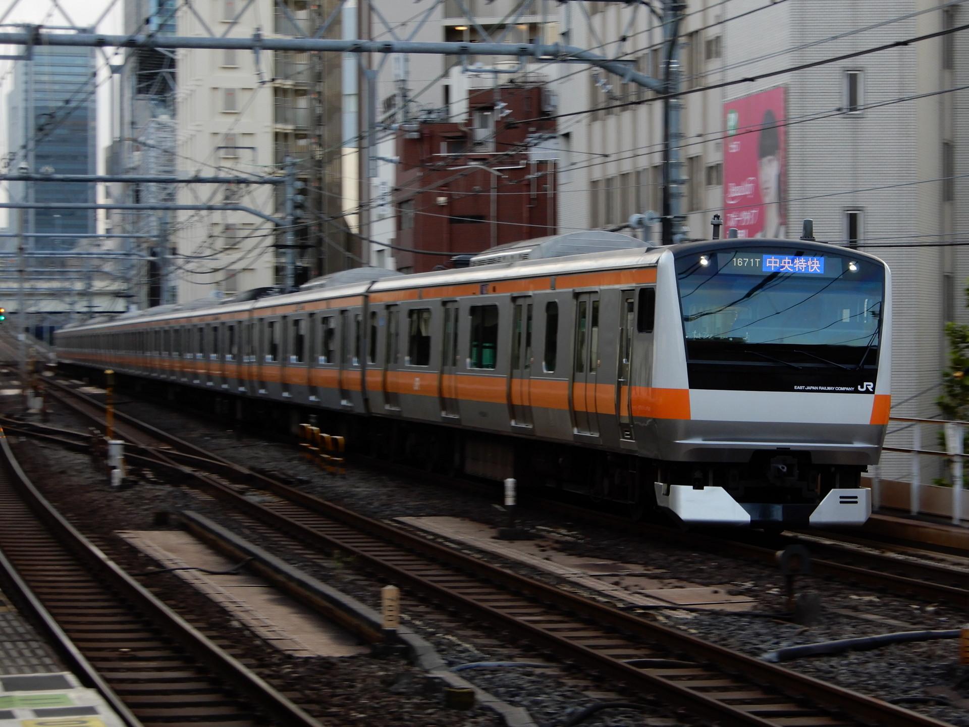 中央線のE233系T17編成