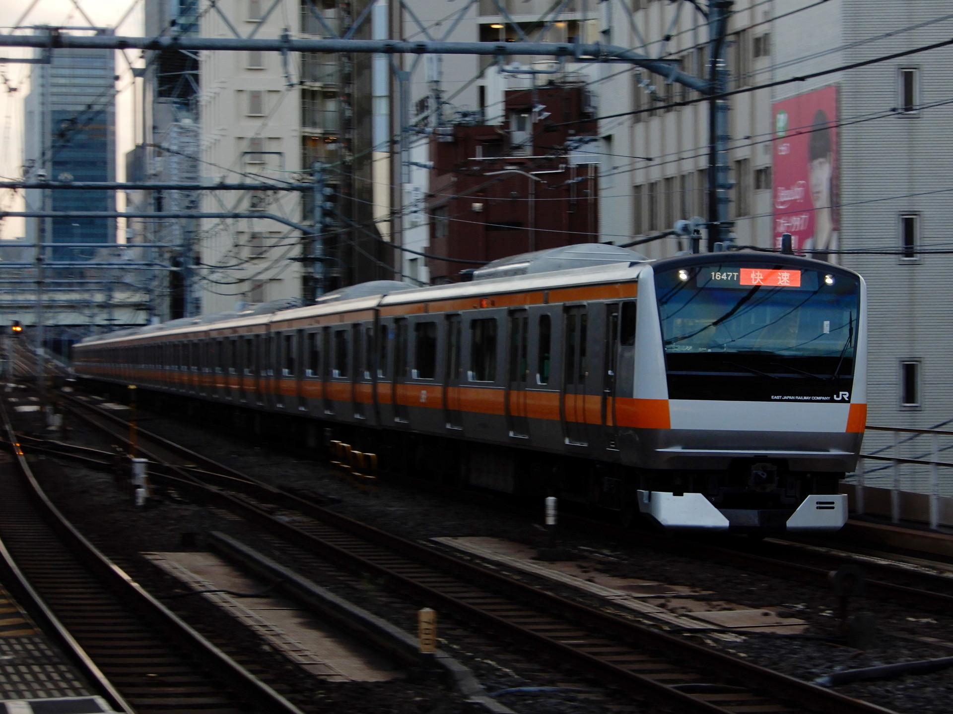 中央線のE233系