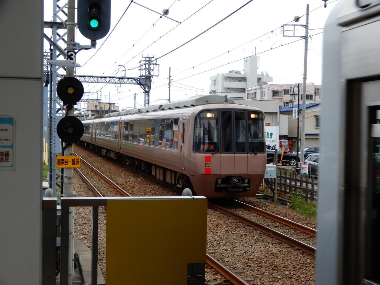 対向列車に被られた小田急えのしま号
