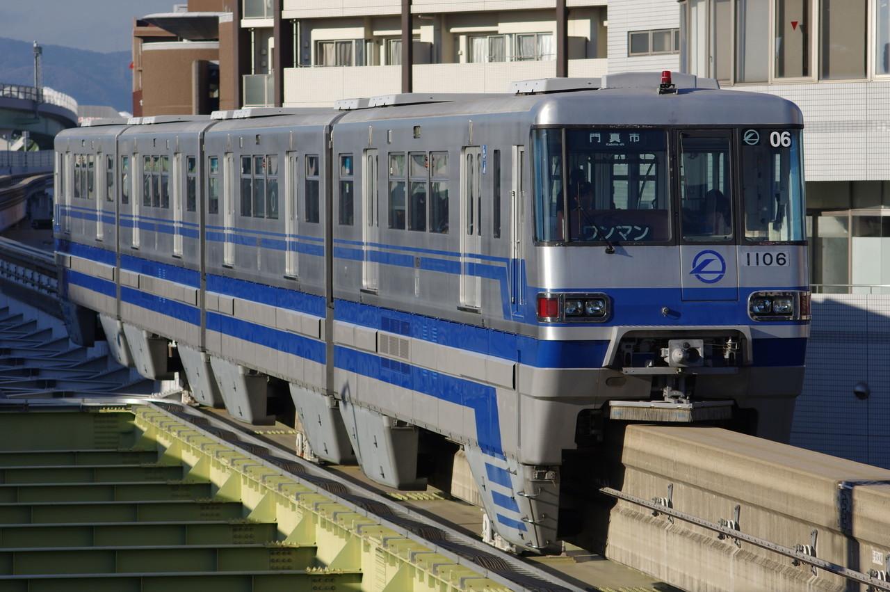 大阪モノレール1000系06編成