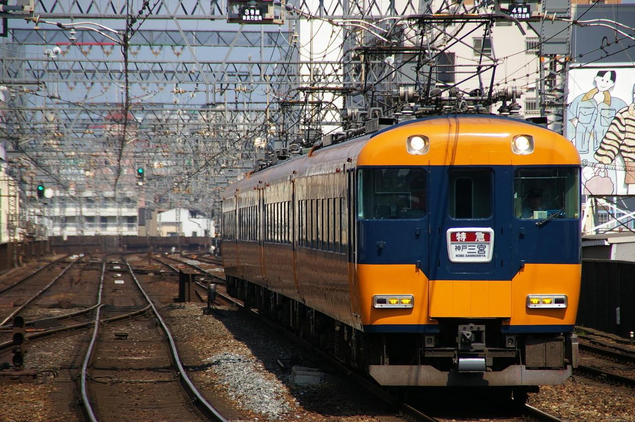 神戸三宮行きの近鉄12200系(ウソ電)