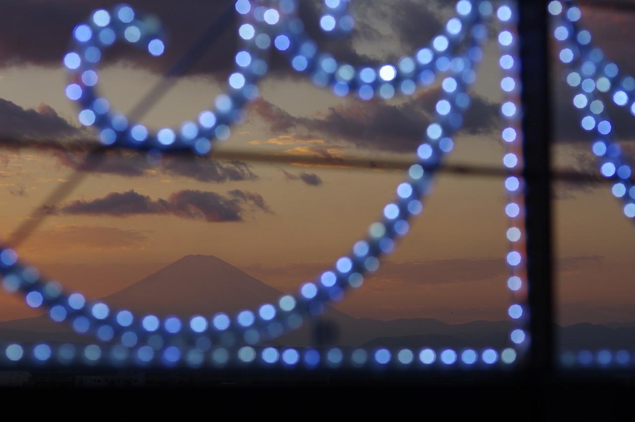 イルミネーションと富士山(ズーム)