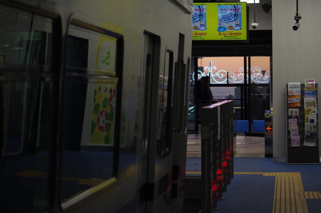 江の島駅改札と展望デッキ