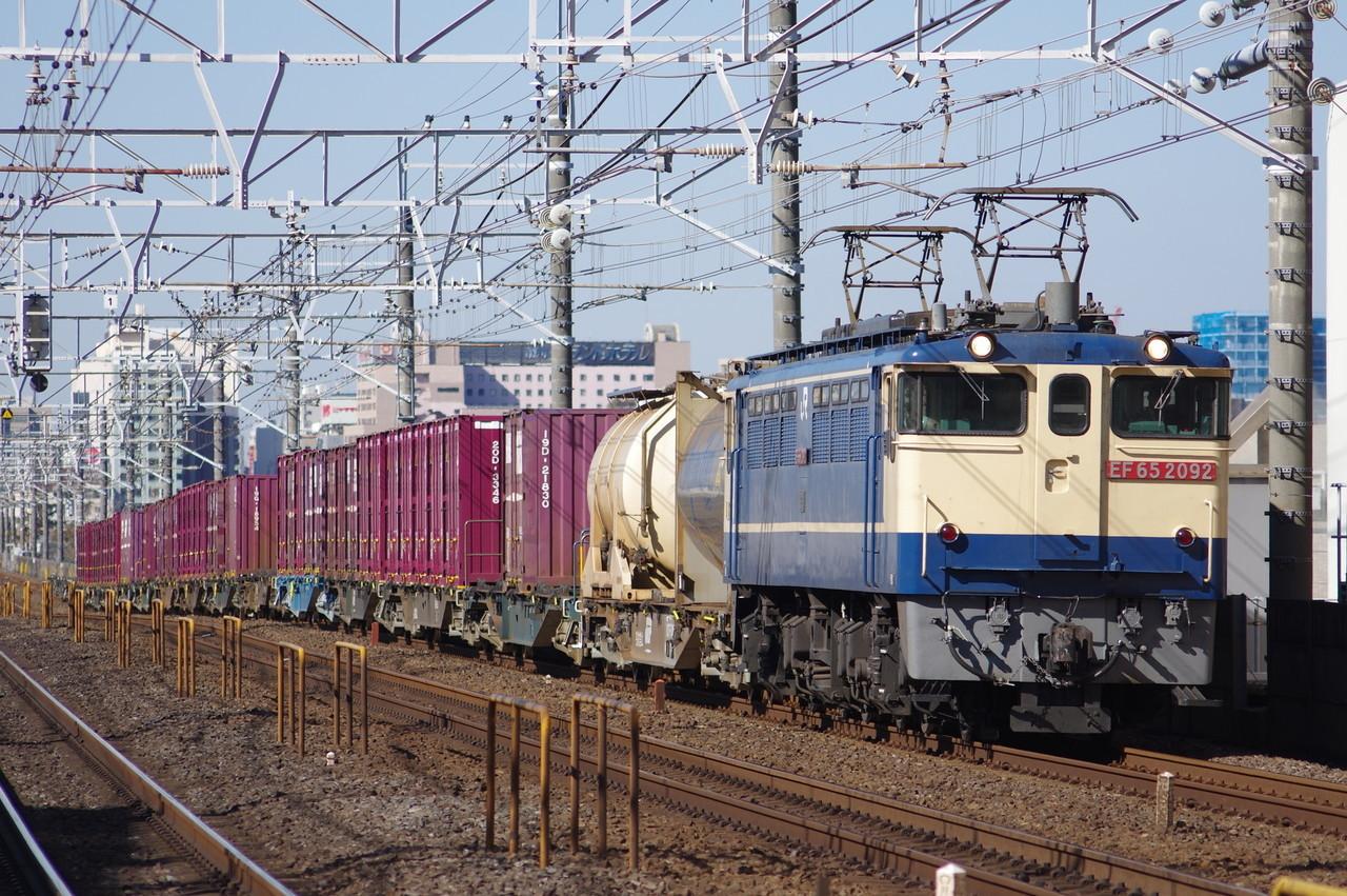 EF65形2092号機牽引の貨物列車