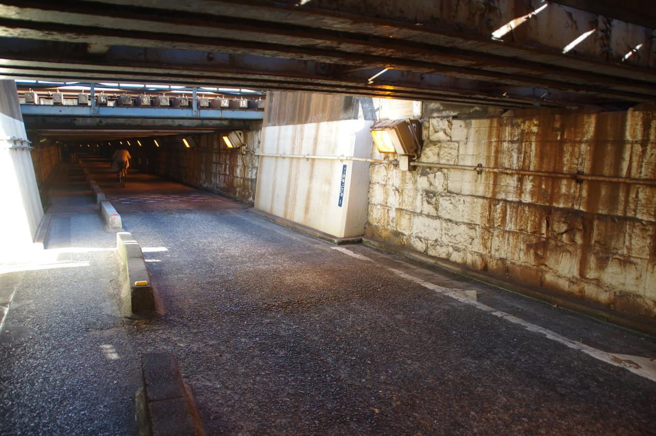 京浜東北線の高架下