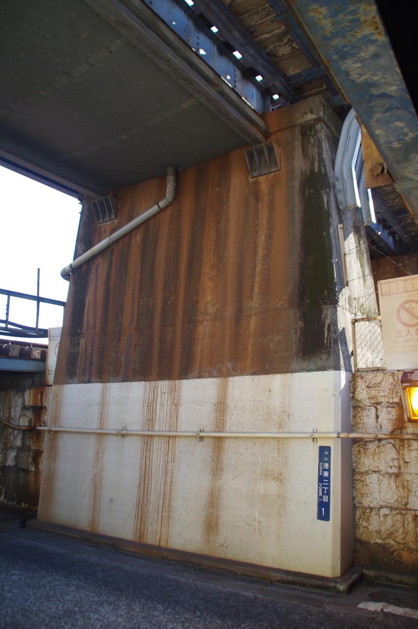 京浜東北線高架の橋脚